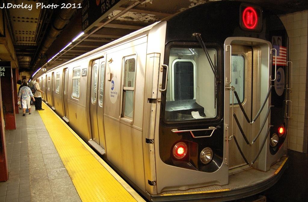 (345k, 1024x671)<br><b>Country:</b> United States<br><b>City:</b> New York<br><b>System:</b> New York City Transit<br><b>Line:</b> IND 6th Avenue Line<br><b>Location:</b> 34th Street/Herald Square <br><b>Route:</b> M<br><b>Car:</b> R-160A-1 (Alstom, 2005-2008, 4 car sets)  8537 <br><b>Photo by:</b> John Dooley<br><b>Date:</b> 9/22/2011<br><b>Viewed (this week/total):</b> 1 / 1112