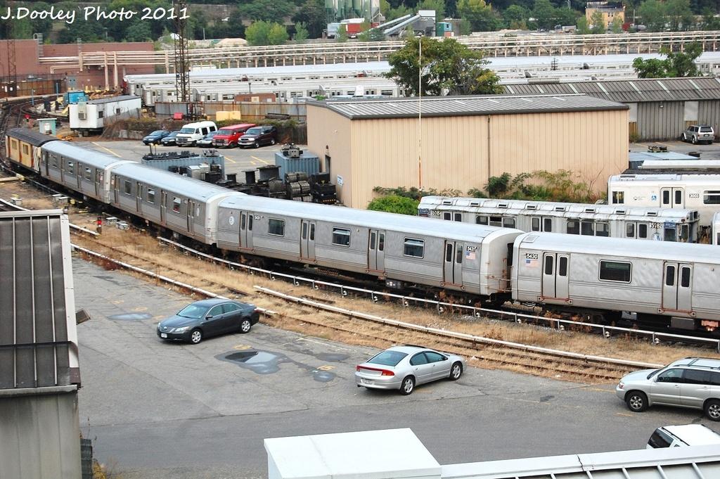 (401k, 1024x681)<br><b>Country:</b> United States<br><b>City:</b> New York<br><b>System:</b> New York City Transit<br><b>Location:</b> 207th Street Yard<br><b>Car:</b> R-44 (St. Louis, 1971-73) 5431 <br><b>Photo by:</b> John Dooley<br><b>Date:</b> 9/22/2011<br><b>Viewed (this week/total):</b> 0 / 991