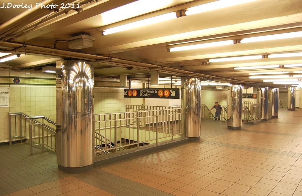 (332k, 1024x667)<br><b>Country:</b> United States<br><b>City:</b> New York<br><b>System:</b> New York City Transit<br><b>Line:</b> IND 6th Avenue Line<br><b>Location:</b> 34th Street/Herald Square <br><b>Photo by:</b> John Dooley<br><b>Date:</b> 9/22/2011<br><b>Viewed (this week/total):</b> 0 / 1253