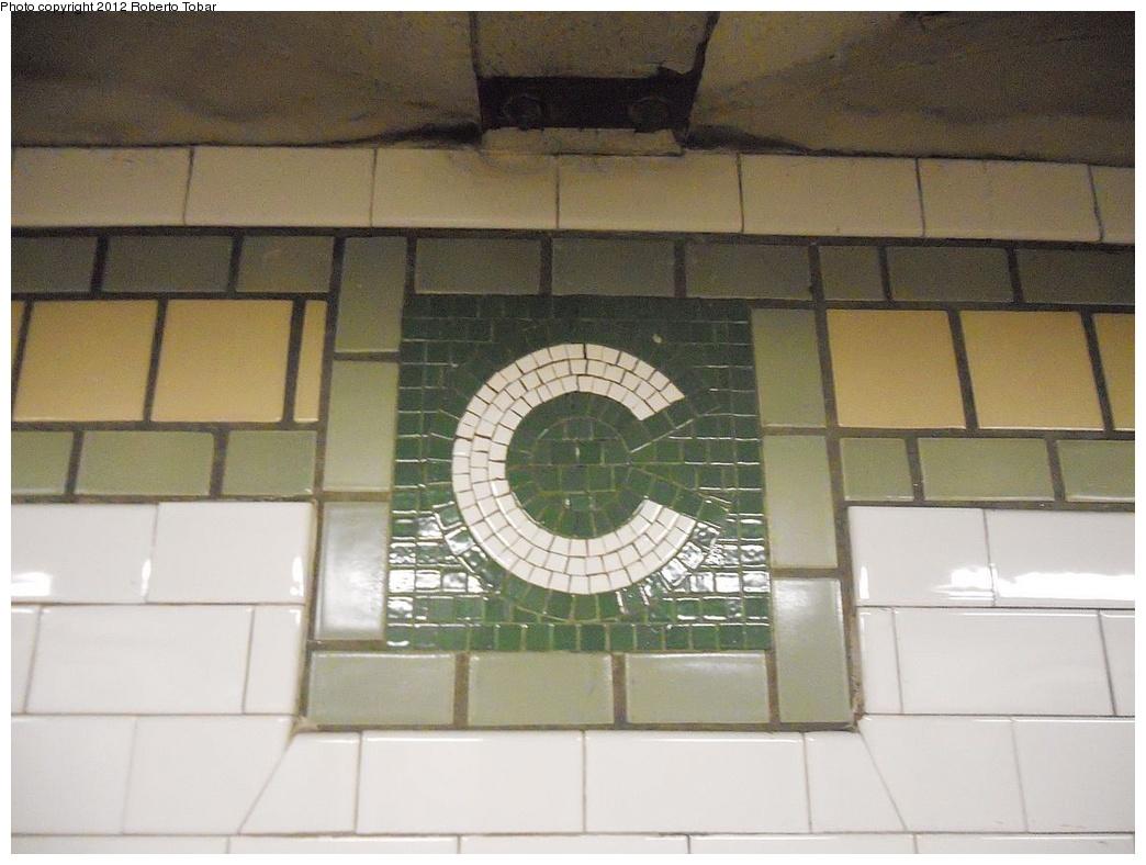 (257k, 1044x788)<br><b>Country:</b> United States<br><b>City:</b> New York<br><b>System:</b> New York City Transit<br><b>Line:</b> IRT East Side Line<br><b>Location:</b> Canal Street<br><b>Photo by:</b> Roberto C. Tobar<br><b>Date:</b> 12/7/2011<br><b>Viewed (this week/total):</b> 0 / 1022