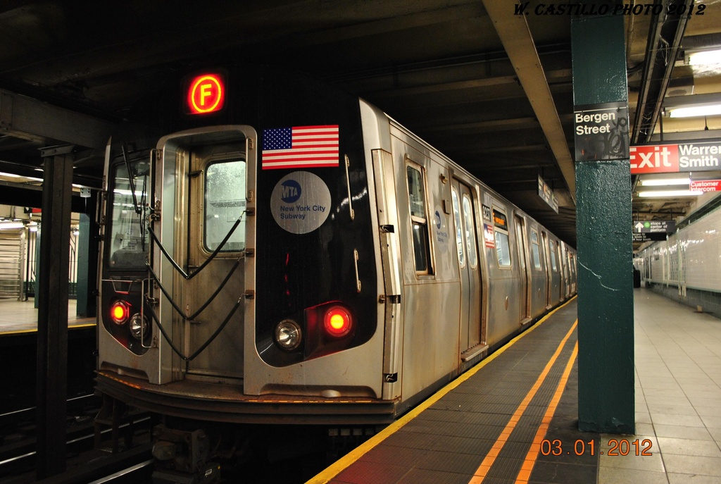 (286k, 1024x687)<br><b>Country:</b> United States<br><b>City:</b> New York<br><b>System:</b> New York City Transit<br><b>Line:</b> IND Crosstown Line<br><b>Location:</b> Bergen Street <br><b>Route:</b> F<br><b>Car:</b> R-160A (Option 1) (Alstom, 2008-2009, 5 car sets)  9237 <br><b>Photo by:</b> Wilfredo Castillo<br><b>Date:</b> 1/3/2012<br><b>Viewed (this week/total):</b> 0 / 1704