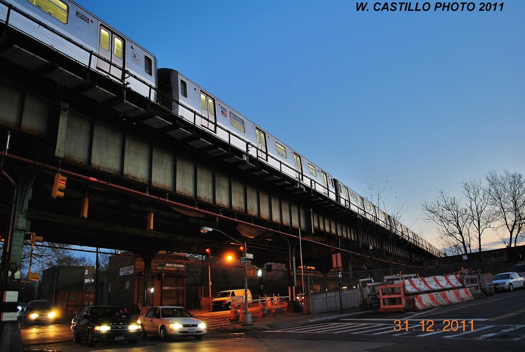 (315k, 1024x687)<br><b>Country:</b> United States<br><b>City:</b> New York<br><b>System:</b> New York City Transit<br><b>Line:</b> BMT West End Line<br><b>Location:</b> 62nd Street <br><b>Route:</b> D<br><b>Car:</b> R-68 (Westinghouse-Amrail, 1986-1988)  2555 <br><b>Photo by:</b> Wilfredo Castillo<br><b>Date:</b> 12/31/2011<br><b>Viewed (this week/total):</b> 0 / 1183