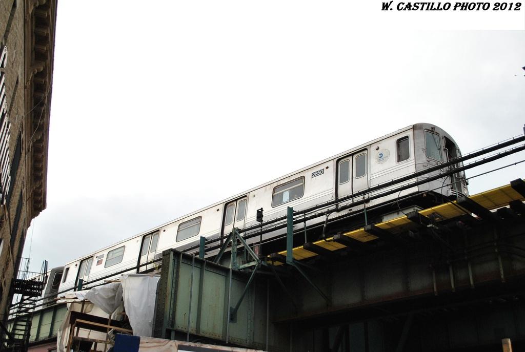 (213k, 1024x687)<br><b>Country:</b> United States<br><b>City:</b> New York<br><b>System:</b> New York City Transit<br><b>Line:</b> BMT West End Line<br><b>Location:</b> 62nd Street <br><b>Route:</b> D<br><b>Car:</b> R-68 (Westinghouse-Amrail, 1986-1988)  2650 <br><b>Photo by:</b> Wilfredo Castillo<br><b>Date:</b> 1/8/2012<br><b>Viewed (this week/total):</b> 1 / 817