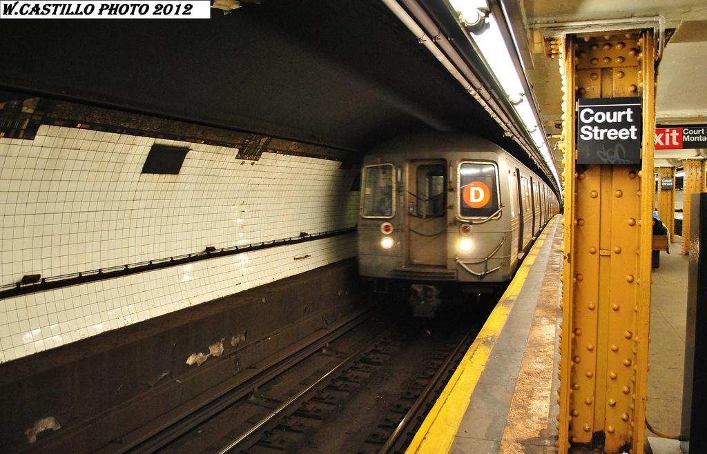 (318k, 1024x658)<br><b>Country:</b> United States<br><b>City:</b> New York<br><b>System:</b> New York City Transit<br><b>Line:</b> BMT Broadway Line<br><b>Location:</b> Court Street <br><b>Route:</b> D<br><b>Car:</b> R-68 (Westinghouse-Amrail, 1986-1988)   <br><b>Photo by:</b> Wilfredo Castillo<br><b>Date:</b> 2/27/2012<br><b>Viewed (this week/total):</b> 0 / 1426