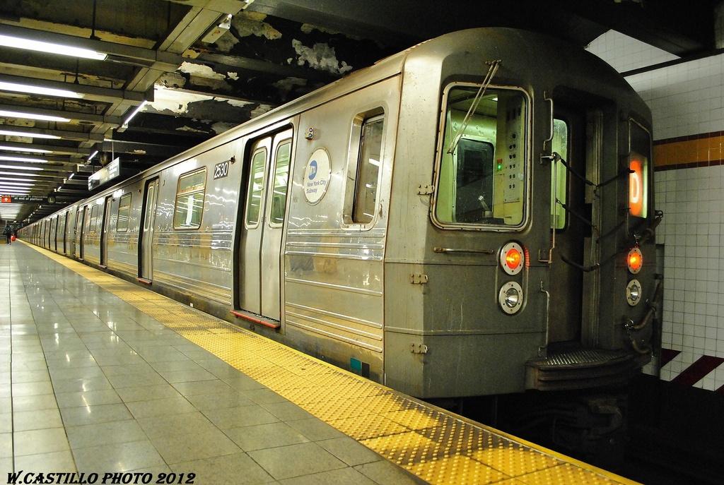 (348k, 1024x687)<br><b>Country:</b> United States<br><b>City:</b> New York<br><b>System:</b> New York City Transit<br><b>Line:</b> IND 8th Avenue Line<br><b>Location:</b> 14th Street <br><b>Route:</b> D reroute<br><b>Car:</b> R-68 (Westinghouse-Amrail, 1986-1988)  2530 <br><b>Photo by:</b> Wilfredo Castillo<br><b>Date:</b> 2/28/2012<br><b>Viewed (this week/total):</b> 0 / 712