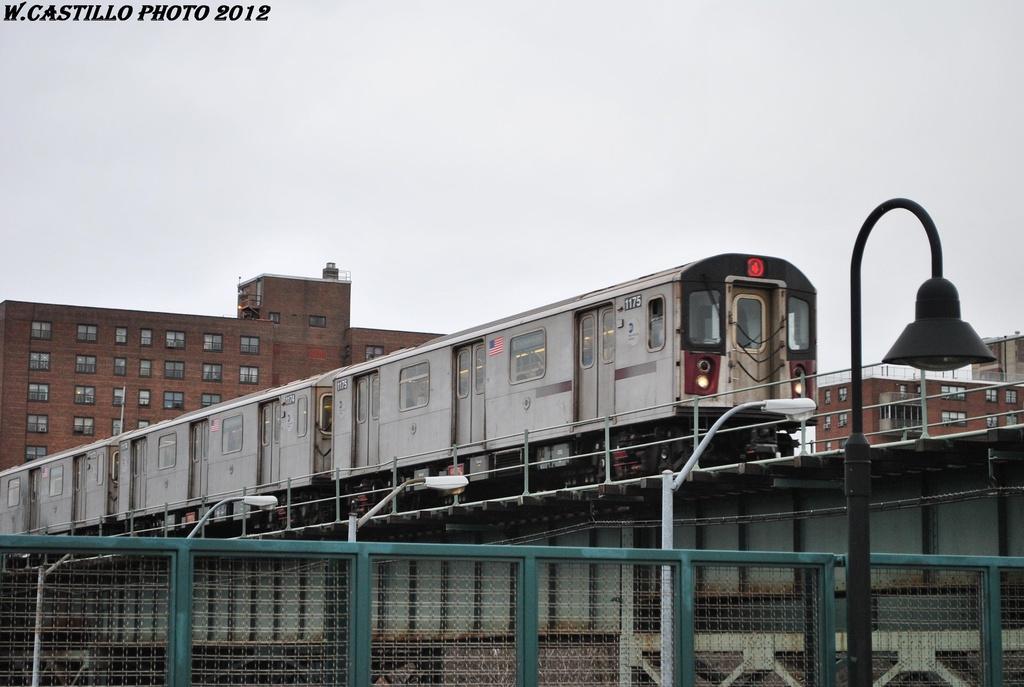(255k, 1024x687)<br><b>Country:</b> United States<br><b>City:</b> New York<br><b>System:</b> New York City Transit<br><b>Line:</b> IRT Brooklyn Line<br><b>Location:</b> Junius Street <br><b>Route:</b> 4<br><b>Car:</b> R-142 (Option Order, Bombardier, 2002-2003)  1175 <br><b>Photo by:</b> Wilfredo Castillo<br><b>Date:</b> 3/15/2012<br><b>Viewed (this week/total):</b> 1 / 1463