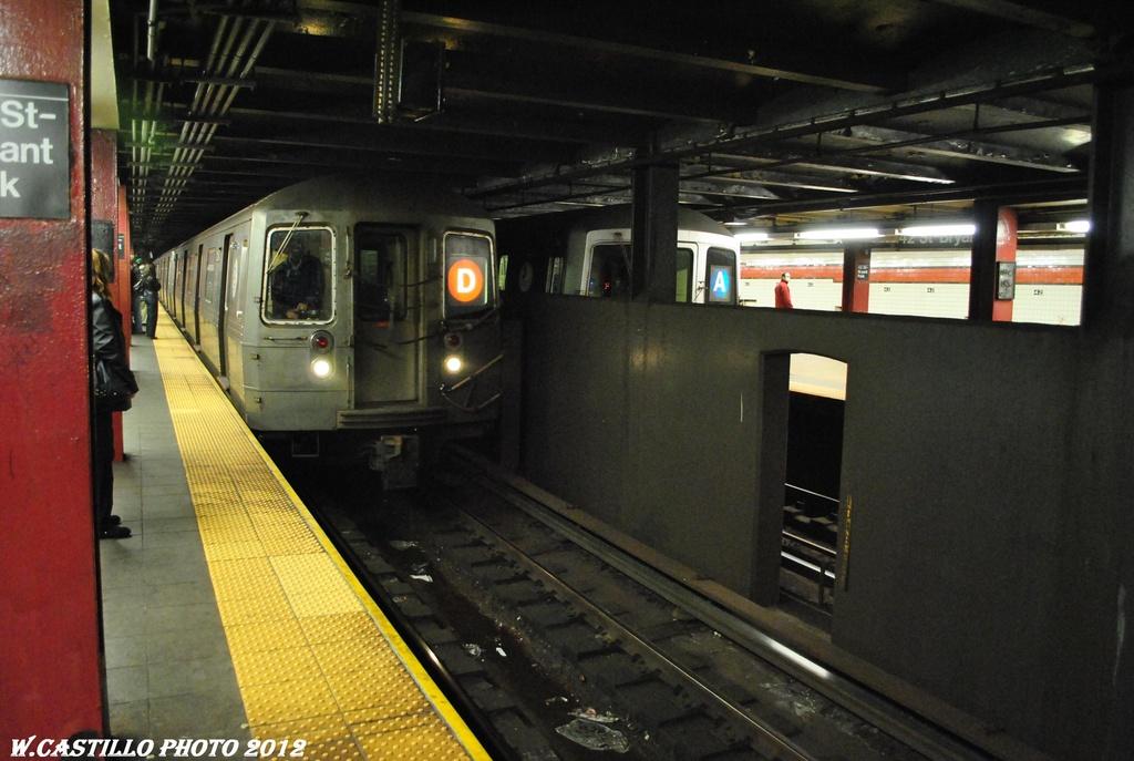 (277k, 1024x687)<br><b>Country:</b> United States<br><b>City:</b> New York<br><b>System:</b> New York City Transit<br><b>Line:</b> IND 6th Avenue Line<br><b>Location:</b> 42nd Street/Bryant Park <br><b>Route:</b> D<br><b>Car:</b> R-68 (Westinghouse-Amrail, 1986-1988)   <br><b>Photo by:</b> Wilfredo Castillo<br><b>Date:</b> 3/12/2012<br><b>Notes:</b> With R46 A reroute<br><b>Viewed (this week/total):</b> 2 / 1093