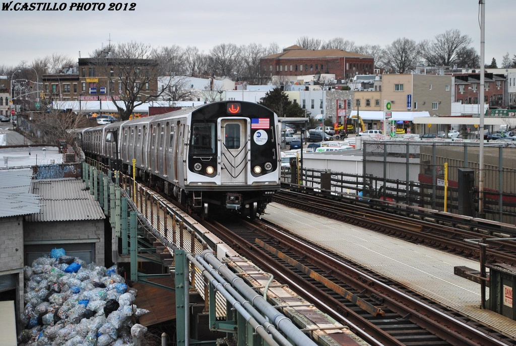 (378k, 1024x687)<br><b>Country:</b> United States<br><b>City:</b> New York<br><b>System:</b> New York City Transit<br><b>Line:</b> BMT Canarsie Line<br><b>Location:</b> Broadway Junction <br><b>Route:</b> L<br><b>Car:</b> R-160A-1 (Alstom, 2005-2008, 4 car sets)  8333 <br><b>Photo by:</b> Wilfredo Castillo<br><b>Date:</b> 3/15/2012<br><b>Viewed (this week/total):</b> 0 / 951