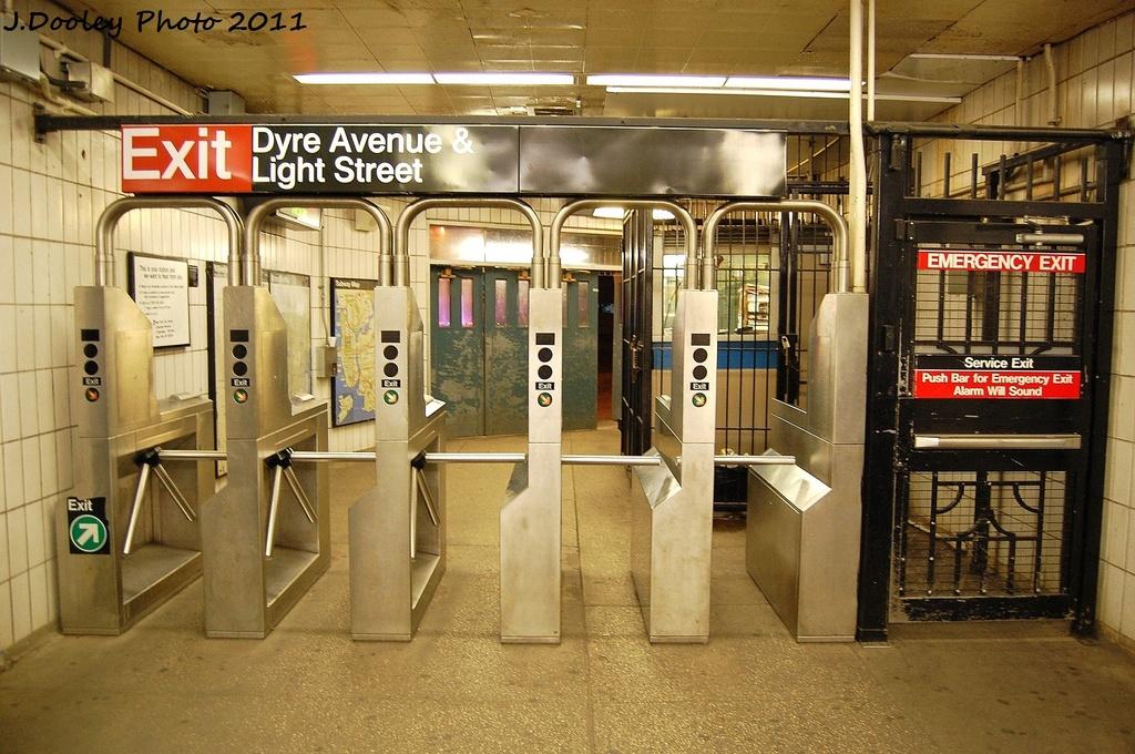 (380k, 1024x680)<br><b>Country:</b> United States<br><b>City:</b> New York<br><b>System:</b> New York City Transit<br><b>Line:</b> IRT Dyre Ave. Line<br><b>Location:</b> Dyre Avenue <br><b>Photo by:</b> John Dooley<br><b>Date:</b> 10/29/2011<br><b>Viewed (this week/total):</b> 2 / 1694