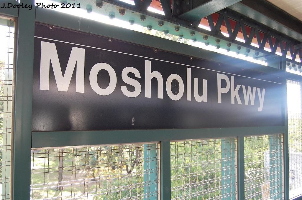 (354k, 1024x680)<br><b>Country:</b> United States<br><b>City:</b> New York<br><b>System:</b> New York City Transit<br><b>Line:</b> IRT Woodlawn Line<br><b>Location:</b> Mosholu Parkway <br><b>Photo by:</b> John Dooley<br><b>Date:</b> 10/23/2011<br><b>Viewed (this week/total):</b> 1 / 676
