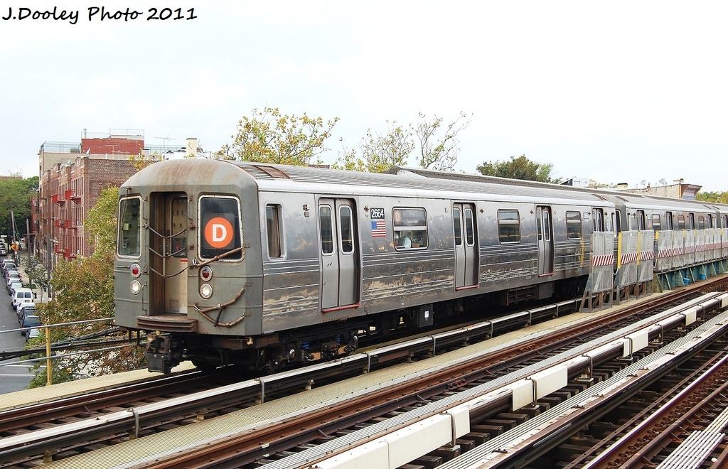 (353k, 1024x660)<br><b>Country:</b> United States<br><b>City:</b> New York<br><b>System:</b> New York City Transit<br><b>Line:</b> BMT West End Line<br><b>Location:</b> Fort Hamilton Parkway <br><b>Route:</b> D<br><b>Car:</b> R-68 (Westinghouse-Amrail, 1986-1988)  2664 <br><b>Photo by:</b> John Dooley<br><b>Date:</b> 9/22/2011<br><b>Viewed (this week/total):</b> 1 / 924