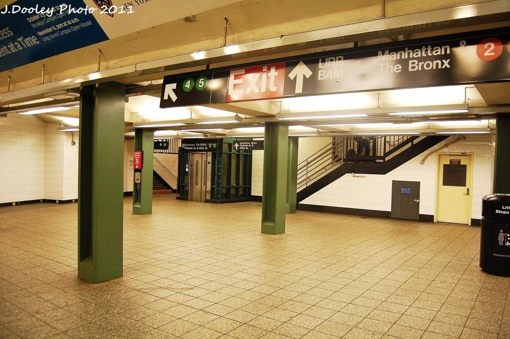 (389k, 1024x681)<br><b>Country:</b> United States<br><b>City:</b> New York<br><b>System:</b> New York City Transit<br><b>Line:</b> IRT Brooklyn Line<br><b>Location:</b> Atlantic Avenue <br><b>Photo by:</b> John Dooley<br><b>Date:</b> 9/22/2011<br><b>Viewed (this week/total):</b> 2 / 862