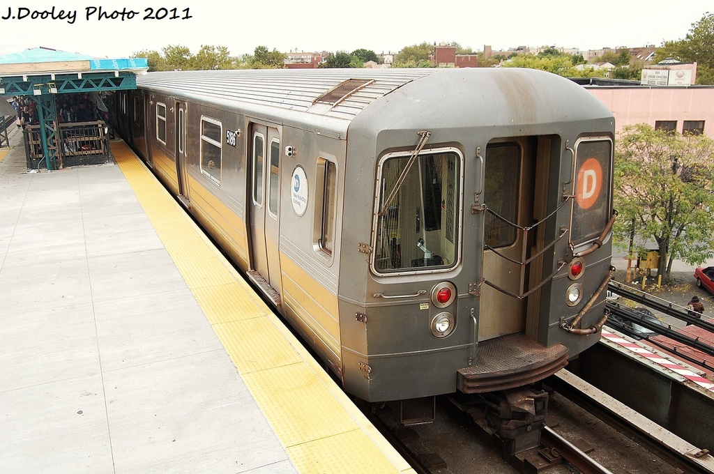 (342k, 1024x680)<br><b>Country:</b> United States<br><b>City:</b> New York<br><b>System:</b> New York City Transit<br><b>Line:</b> BMT West End Line<br><b>Location:</b> 62nd Street <br><b>Route:</b> D<br><b>Car:</b> R-68A (Kawasaki, 1988-1989)  5186 <br><b>Photo by:</b> John Dooley<br><b>Date:</b> 10/12/2011<br><b>Viewed (this week/total):</b> 0 / 798