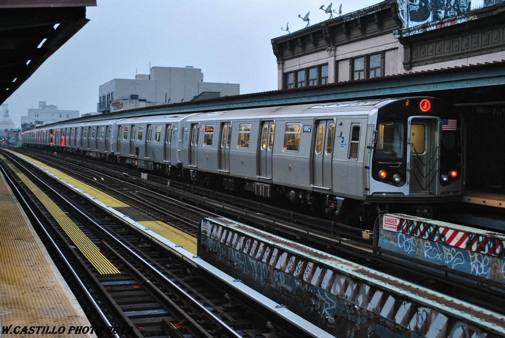 (333k, 1024x687)<br><b>Country:</b> United States<br><b>City:</b> New York<br><b>System:</b> New York City Transit<br><b>Line:</b> BMT Nassau Street/Jamaica Line<br><b>Location:</b> Hewes Street <br><b>Route:</b> J<br><b>Car:</b> R-160A (Option 2) (Alstom, 2009, 4-car sets)  9962 <br><b>Photo by:</b> Wilfredo Castillo<br><b>Date:</b> 3/16/2012<br><b>Viewed (this week/total):</b> 0 / 754