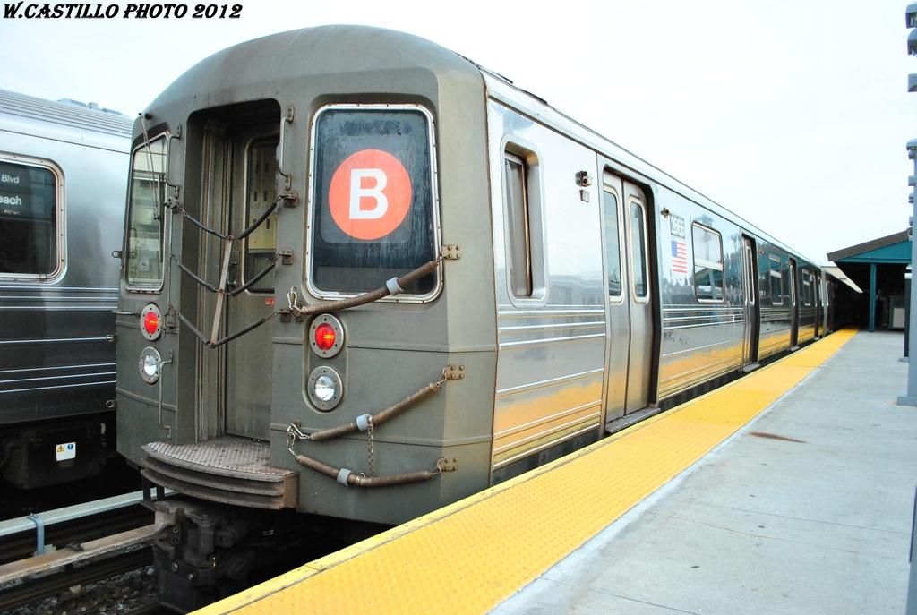 (266k, 1024x687)<br><b>Country:</b> United States<br><b>City:</b> New York<br><b>System:</b> New York City Transit<br><b>Line:</b> BMT Brighton Line<br><b>Location:</b> Kings Highway <br><b>Route:</b> B<br><b>Car:</b> R-68 (Westinghouse-Amrail, 1986-1988)  2866 <br><b>Photo by:</b> Wilfredo Castillo<br><b>Date:</b> 3/23/2012<br><b>Viewed (this week/total):</b> 0 / 887