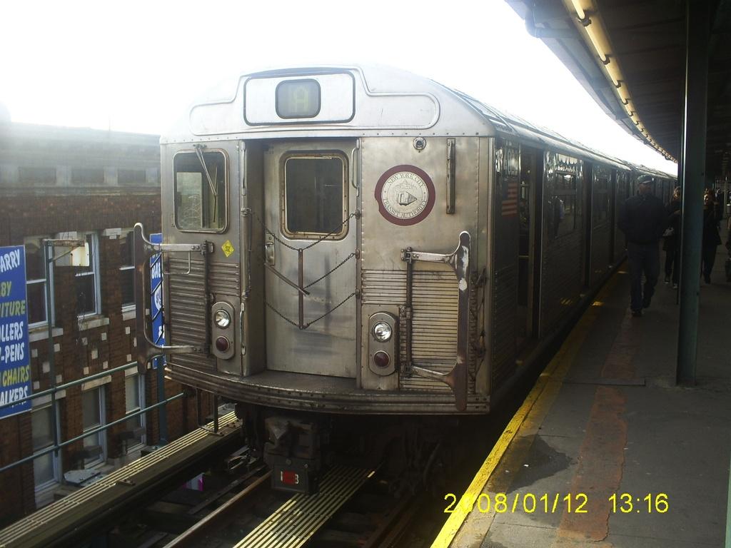 (271k, 1024x768)<br><b>Country:</b> United States<br><b>City:</b> New York<br><b>System:</b> New York City Transit<br><b>Line:</b> IND Fulton Street Line<br><b>Location:</b> Lefferts Boulevard <br><b>Route:</b> A<br><b>Car:</b> R-38 (St. Louis, 1966-1967)  4022 <br><b>Photo by:</b> Christopher Henderson<br><b>Date:</b> 1/12/2008<br><b>Viewed (this week/total):</b> 1 / 654