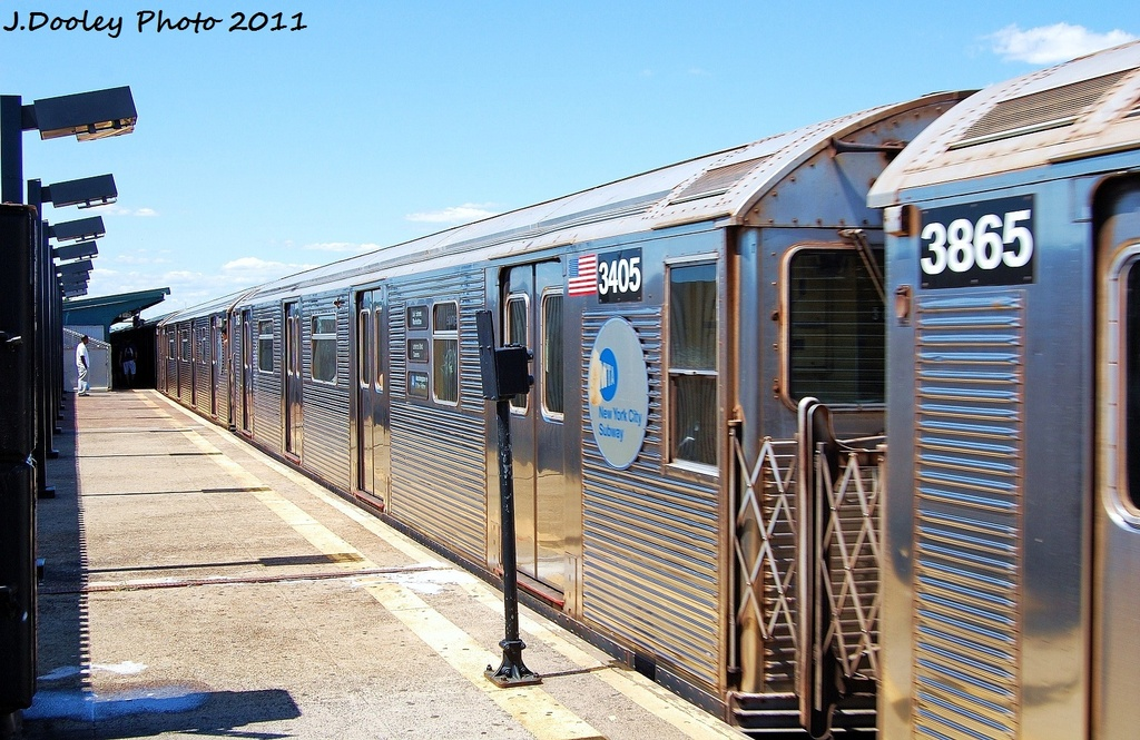 (369k, 1024x665)<br><b>Country:</b> United States<br><b>City:</b> New York<br><b>System:</b> New York City Transit<br><b>Line:</b> IND Fulton Street Line<br><b>Location:</b> 88th Street/Boyd Avenue <br><b>Route:</b> A<br><b>Car:</b> R-32 (Budd, 1964)  3405 <br><b>Photo by:</b> John Dooley<br><b>Date:</b> 8/11/2011<br><b>Viewed (this week/total):</b> 1 / 601