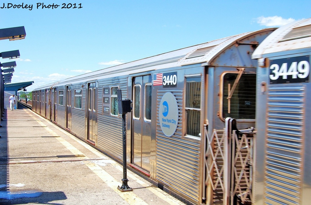 (363k, 1024x674)<br><b>Country:</b> United States<br><b>City:</b> New York<br><b>System:</b> New York City Transit<br><b>Line:</b> IND Fulton Street Line<br><b>Location:</b> 88th Street/Boyd Avenue <br><b>Route:</b> A<br><b>Car:</b> R-32 (Budd, 1964)  3440 <br><b>Photo by:</b> John Dooley<br><b>Date:</b> 8/11/2011<br><b>Viewed (this week/total):</b> 0 / 652