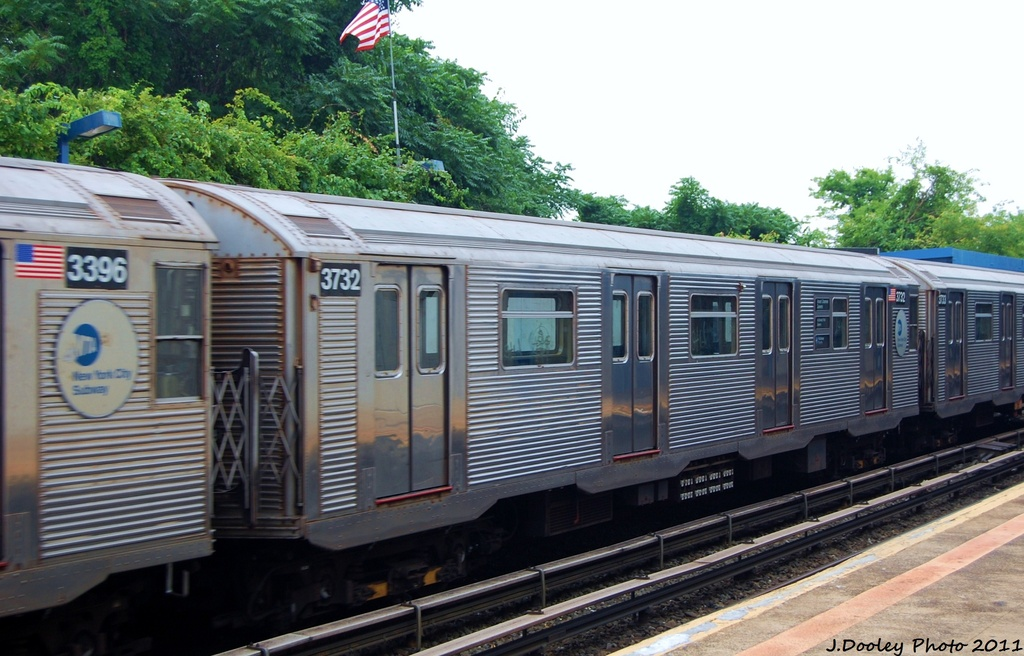 (307k, 1024x656)<br><b>Country:</b> United States<br><b>City:</b> New York<br><b>System:</b> New York City Transit<br><b>Line:</b> IND Rockaway<br><b>Location:</b> Broad Channel <br><b>Route:</b> S<br><b>Car:</b> R-32 (Budd, 1964)  3732 <br><b>Photo by:</b> John Dooley<br><b>Date:</b> 7/24/2011<br><b>Viewed (this week/total):</b> 1 / 726