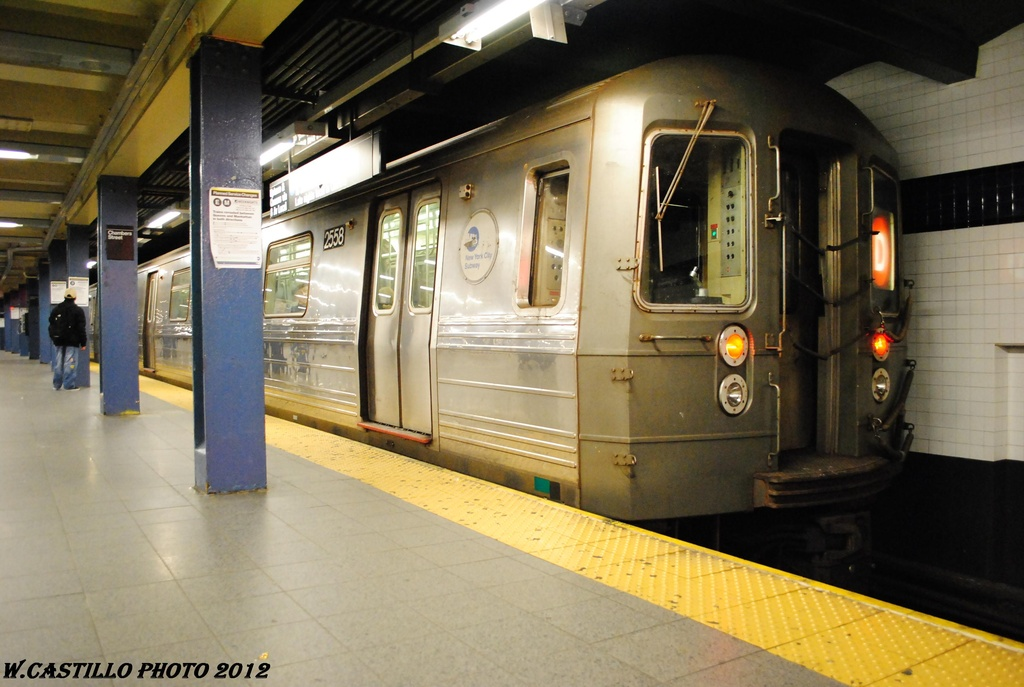 (273k, 1024x687)<br><b>Country:</b> United States<br><b>City:</b> New York<br><b>System:</b> New York City Transit<br><b>Line:</b> IND 8th Avenue Line<br><b>Location:</b> Chambers Street/World Trade Center <br><b>Route:</b> D reroute<br><b>Car:</b> R-68 (Westinghouse-Amrail, 1986-1988)  2558 <br><b>Photo by:</b> Wilfredo Castillo<br><b>Date:</b> 3/27/2012<br><b>Viewed (this week/total):</b> 1 / 826