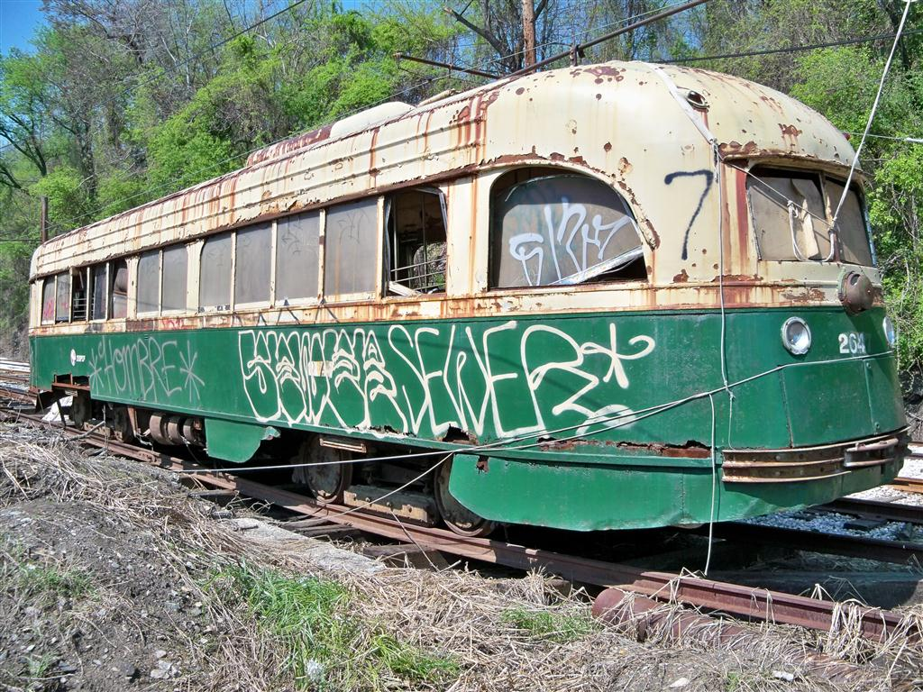 (248k, 1024x768)<br><b>Country:</b> United States<br><b>City:</b> Baltimore, MD<br><b>System:</b> Baltimore Streetcar Museum <br><b>Car:</b> PTC/SEPTA Wartime Air-car PCC (St.Louis, 1942)  2647 <br><b>Photo by:</b> Fran Rogers<br><b>Date:</b> 4/11/2010<br><b>Viewed (this week/total):</b> 3 / 954
