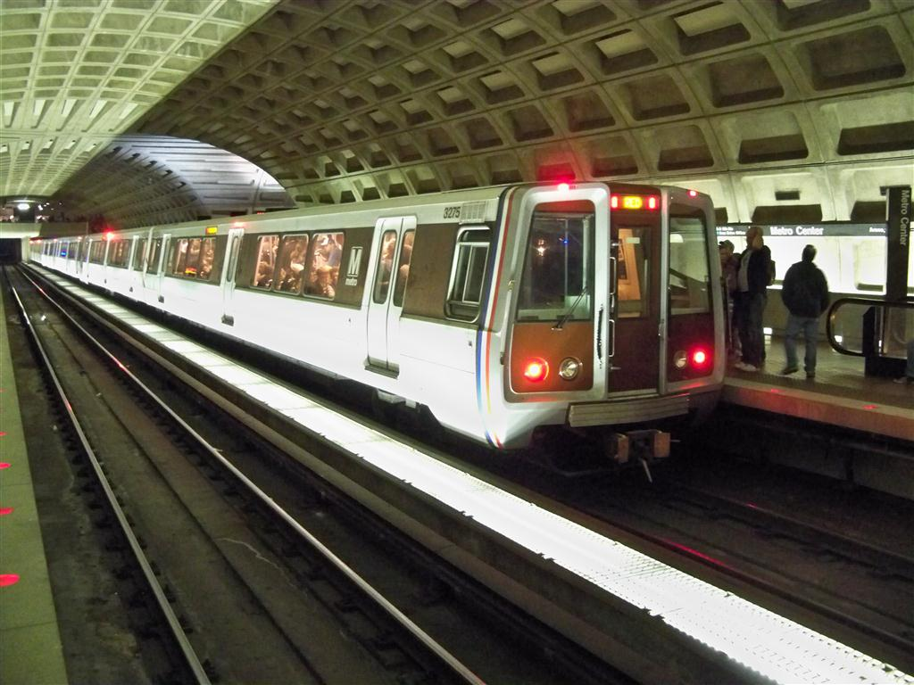 (133k, 1024x768)<br><b>Country:</b> United States<br><b>City:</b> Washington, D.C.<br><b>System:</b> Washington Metro (WMATA)<br><b>Line:</b> WMATA Red Line<br><b>Location:</b> Metro Center<br><b>Car:</b>  3274 <br><b>Photo by:</b> Fran Rogers<br><b>Date:</b> 10/30/2010<br><b>Viewed (this week/total):</b> 0 / 706