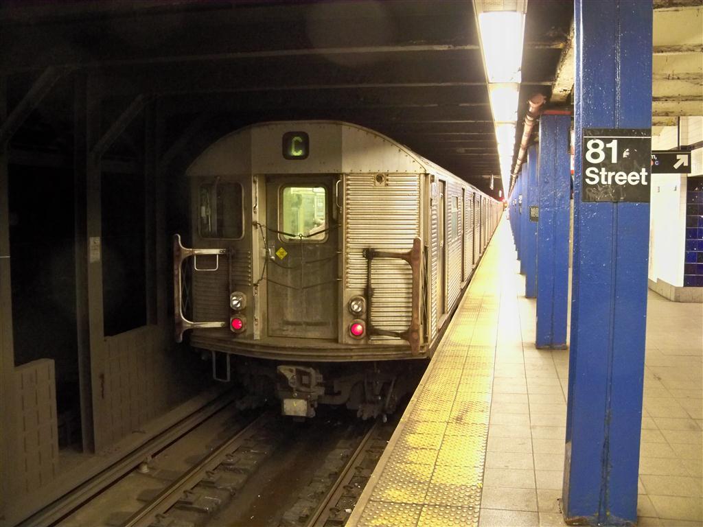 (119k, 1024x768)<br><b>Country:</b> United States<br><b>City:</b> New York<br><b>System:</b> New York City Transit<br><b>Line:</b> IND 8th Avenue Line<br><b>Location:</b> 81st Street/Museum of Natural History <br><b>Route:</b> C<br><b>Car:</b> R-32 (Budd, 1964)   <br><b>Photo by:</b> Fran Rogers<br><b>Date:</b> 6/15/2011<br><b>Viewed (this week/total):</b> 0 / 9375
