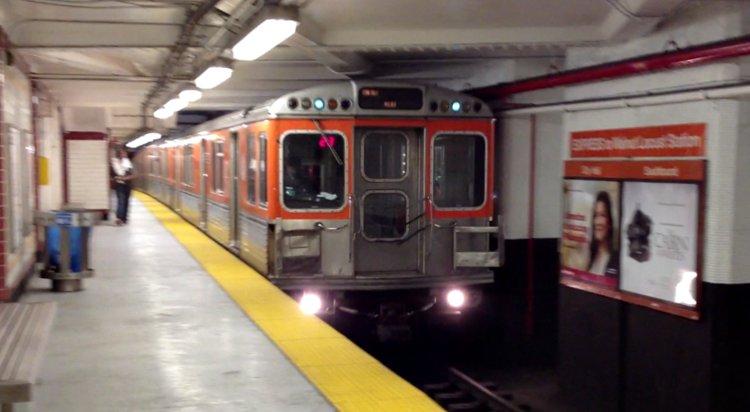(51k, 750x412)<br><b>Country:</b> United States<br><b>City:</b> Philadelphia, PA<br><b>System:</b> SEPTA (or Predecessor)<br><b>Line:</b> Broad Street Subway<br><b>Location:</b> City Hall <br><b>Car:</b> SEPTA B-4 (Kawasaki, 1982)  697 <br><b>Photo by:</b> Max S.<br><b>Date:</b> 3/23/2012<br><b>Viewed (this week/total):</b> 1 / 707