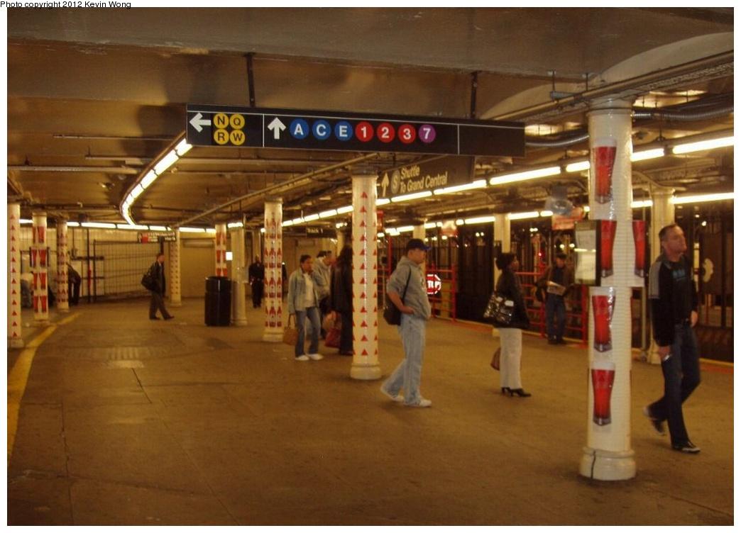 (223k, 1044x752)<br><b>Country:</b> United States<br><b>City:</b> New York<br><b>System:</b> New York City Transit<br><b>Line:</b> IRT Times Square-Grand Central Shuttle<br><b>Location:</b> Times Square <br><b>Photo by:</b> Kevin Wong<br><b>Date:</b> 10/17/2006<br><b>Viewed (this week/total):</b> 7 / 1460