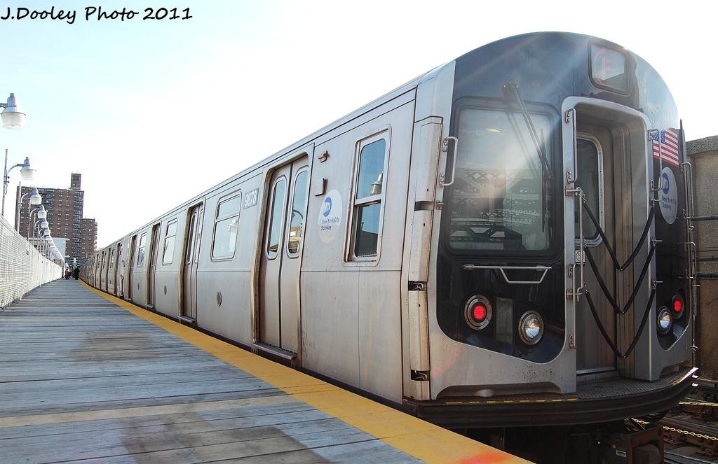 (278k, 1024x663)<br><b>Country:</b> United States<br><b>City:</b> New York<br><b>System:</b> New York City Transit<br><b>Line:</b> IND Crosstown Line<br><b>Location:</b> 4th Avenue <br><b>Route:</b> F<br><b>Car:</b> R-160B (Option 2) (Kawasaki, 2009)  9878 <br><b>Photo by:</b> John Dooley<br><b>Date:</b> 11/14/2011<br><b>Viewed (this week/total):</b> 1 / 681