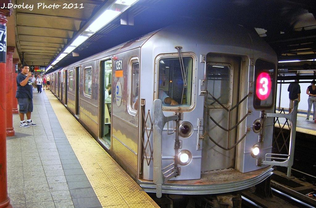 (384k, 1024x676)<br><b>Country:</b> United States<br><b>City:</b> New York<br><b>System:</b> New York City Transit<br><b>Line:</b> IRT West Side Line<br><b>Location:</b> 72nd Street <br><b>Route:</b> 3<br><b>Car:</b> R-62 (Kawasaki, 1983-1985)  1531 <br><b>Photo by:</b> John Dooley<br><b>Date:</b> 9/3/2011<br><b>Viewed (this week/total):</b> 0 / 921