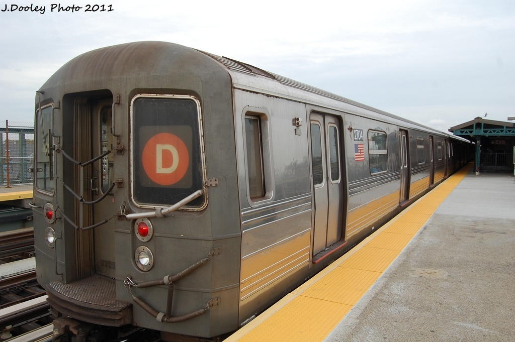 (255k, 1024x681)<br><b>Country:</b> United States<br><b>City:</b> New York<br><b>System:</b> New York City Transit<br><b>Line:</b> BMT West End Line<br><b>Location:</b> 71st Street <br><b>Route:</b> D<br><b>Car:</b> R-68 (Westinghouse-Amrail, 1986-1988)  2704 <br><b>Photo by:</b> John Dooley<br><b>Date:</b> 10/12/2011<br><b>Viewed (this week/total):</b> 7 / 696