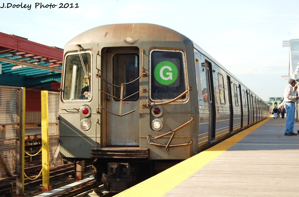 (292k, 1024x674)<br><b>Country:</b> United States<br><b>City:</b> New York<br><b>System:</b> New York City Transit<br><b>Line:</b> IND Crosstown Line<br><b>Location:</b> 4th Avenue <br><b>Route:</b> G<br><b>Car:</b> R-68 (Westinghouse-Amrail, 1986-1988)  2800 <br><b>Photo by:</b> John Dooley<br><b>Date:</b> 11/14/2011<br><b>Viewed (this week/total):</b> 3 / 1048