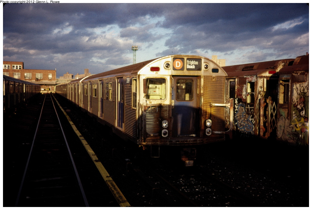 (231k, 1044x702)<br><b>Country:</b> United States<br><b>City:</b> New York<br><b>System:</b> New York City Transit<br><b>Location:</b> 207th Street Yard<br><b>Car:</b> R-32 (Budd, 1964)  3589/3588 <br><b>Photo by:</b> Glenn L. Rowe<br><b>Date:</b> 3/1989<br><b>Viewed (this week/total):</b> 0 / 1537