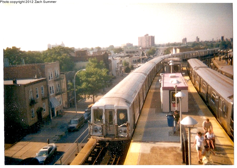(256k, 820x581)<br><b>Country:</b> United States<br><b>City:</b> New York<br><b>System:</b> New York City Transit<br><b>Location:</b> Coney Island/Stillwell Avenue<br><b>Route:</b> B<br><b>Car:</b> R-40 (St. Louis, 1968)   <br><b>Photo by:</b> Zach Summer<br><b>Date:</b> 7/21/2001<br><b>Notes:</b> Last day of 6th Ave/West End B service; Manhattan Bridge closure takes place the next day.<br><b>Viewed (this week/total):</b> 3 / 1638