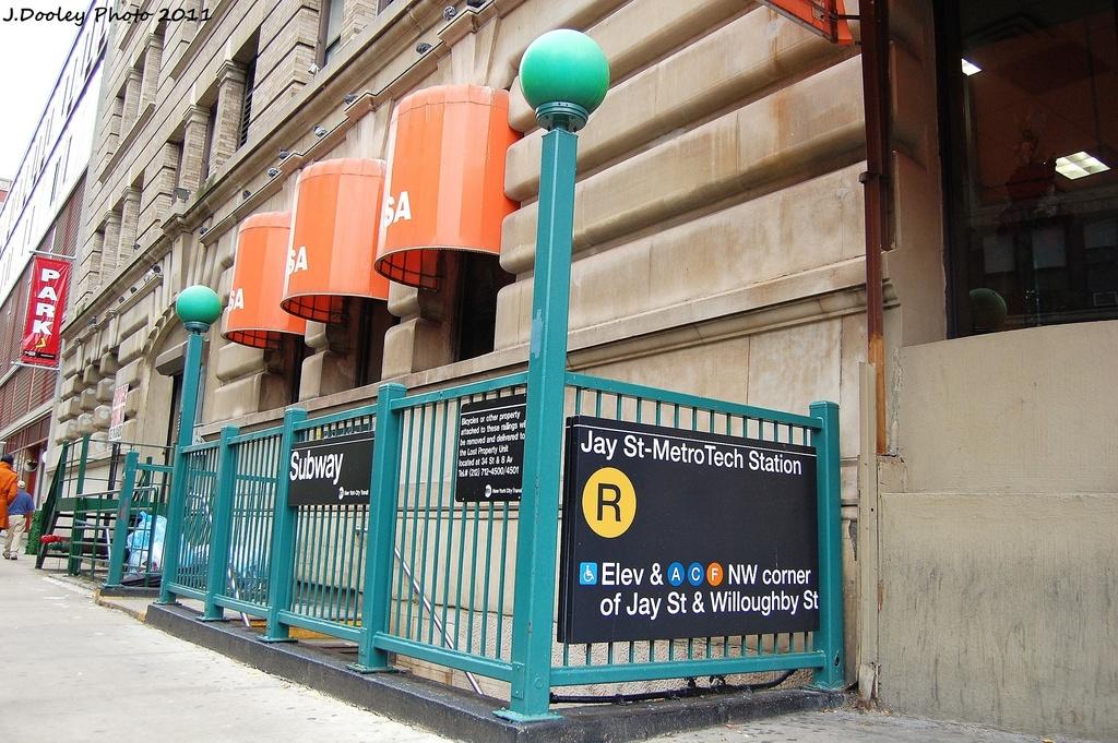 (388k, 1024x681)<br><b>Country:</b> United States<br><b>City:</b> New York<br><b>System:</b> New York City Transit<br><b>Line:</b> BMT Broadway Line<br><b>Location:</b> Jay St./Metrotech (Lawrence St.) <br><b>Photo by:</b> John Dooley<br><b>Date:</b> 11/17/2011<br><b>Notes:</b> Station entrance.<br><b>Viewed (this week/total):</b> 5 / 1766