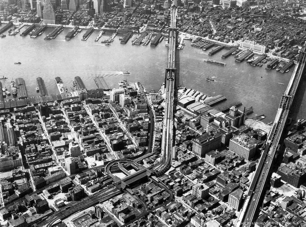 (412k, 1024x762)<br><b>Country:</b> United States<br><b>City:</b> New York<br><b>System:</b> New York City Transit<br><b>Line:</b> BMT Fulton<br><b>Location:</b> Sands Street <br><b>Collection of:</b> Frank Pfuhler<br><b>Notes:</b> Circa 1931<br><b>Viewed (this week/total):</b> 1 / 1070