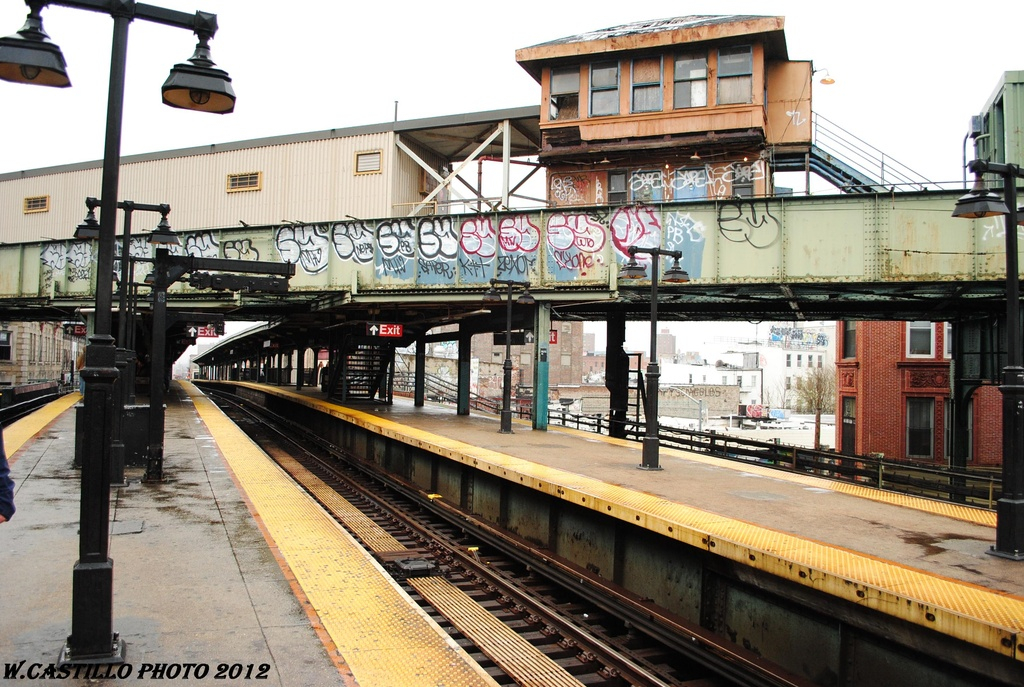 (361k, 1024x687)<br><b>Country:</b> United States<br><b>City:</b> New York<br><b>System:</b> New York City Transit<br><b>Line:</b> BMT Nassau Street/Jamaica Line<br><b>Location:</b> Myrtle Avenue <br><b>Photo by:</b> Wilfredo Castillo<br><b>Date:</b> 3/31/2012<br><b>Viewed (this week/total):</b> 4 / 1870