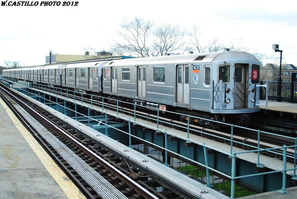 (341k, 1024x687)<br><b>Country:</b> United States<br><b>City:</b> New York<br><b>System:</b> New York City Transit<br><b>Line:</b> IRT Brooklyn Line<br><b>Location:</b> Rockaway Avenue <br><b>Route:</b> 3<br><b>Car:</b> R-62 (Kawasaki, 1983-1985)  1425 <br><b>Photo by:</b> Wilfredo Castillo<br><b>Date:</b> 3/29/2012<br><b>Viewed (this week/total):</b> 2 / 983