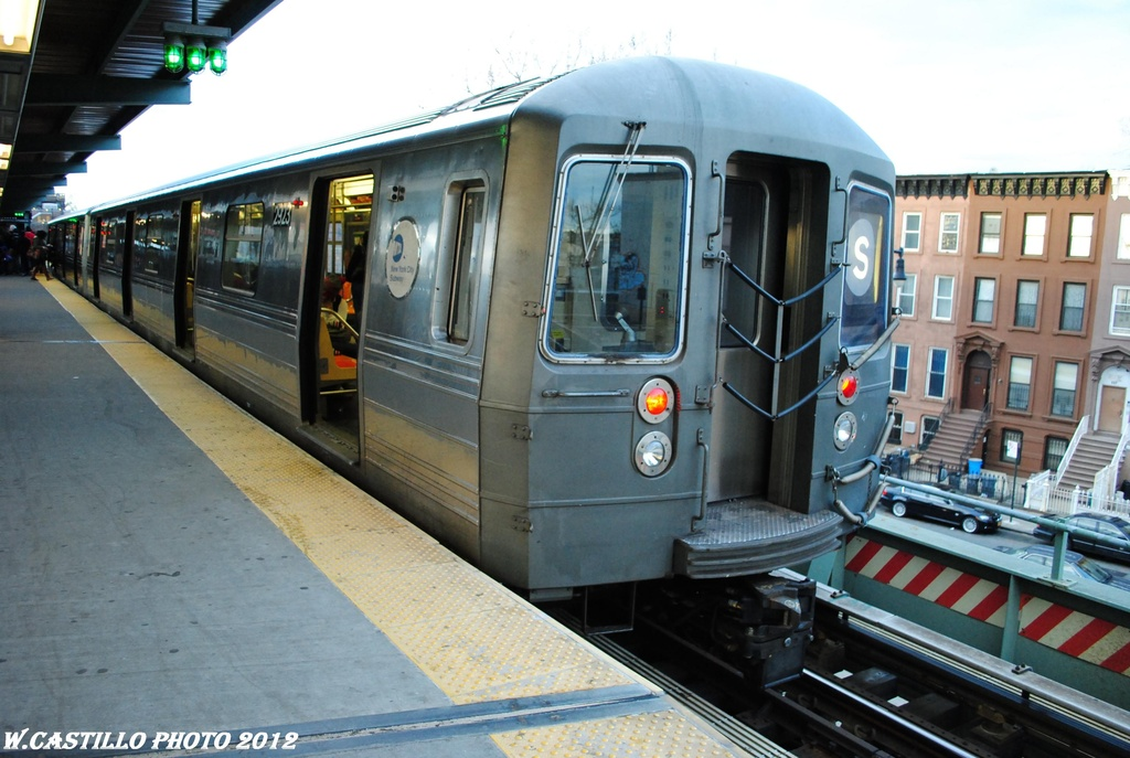 (290k, 1024x687)<br><b>Country:</b> United States<br><b>City:</b> New York<br><b>System:</b> New York City Transit<br><b>Line:</b> BMT Franklin<br><b>Location:</b> Franklin Avenue <br><b>Route:</b> Franklin Shuttle<br><b>Car:</b> R-68 (Westinghouse-Amrail, 1986-1988)  2923 <br><b>Photo by:</b> Wilfredo Castillo<br><b>Date:</b> 3/29/2012<br><b>Viewed (this week/total):</b> 1 / 1323