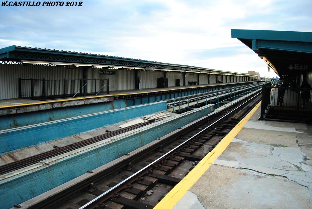(298k, 1024x687)<br><b>Country:</b> United States<br><b>City:</b> New York<br><b>System:</b> New York City Transit<br><b>Line:</b> IRT Brooklyn Line<br><b>Location:</b> Van Siclen Avenue <br><b>Photo by:</b> Wilfredo Castillo<br><b>Date:</b> 3/29/2012<br><b>Viewed (this week/total):</b> 1 / 890