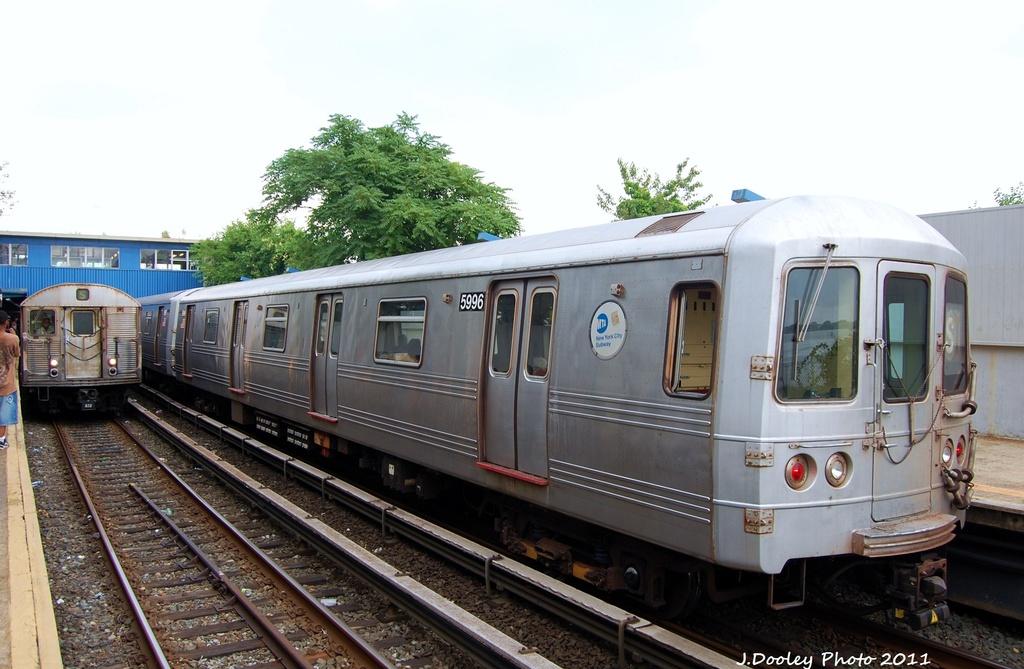 (286k, 1024x669)<br><b>Country:</b> United States<br><b>City:</b> New York<br><b>System:</b> New York City Transit<br><b>Line:</b> IND Rockaway<br><b>Location:</b> Broad Channel <br><b>Route:</b> A<br><b>Car:</b> R-46 (Pullman-Standard, 1974-75) 5996 <br><b>Photo by:</b> John Dooley<br><b>Date:</b> 7/24/2011<br><b>Viewed (this week/total):</b> 8 / 806