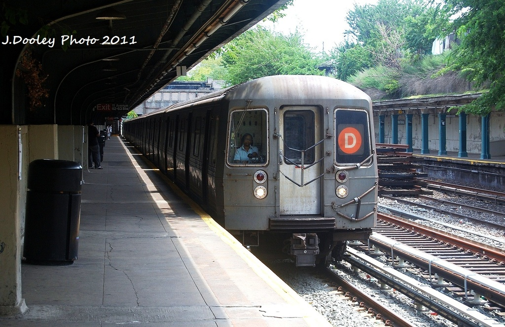 (381k, 1024x663)<br><b>Country:</b> United States<br><b>City:</b> New York<br><b>System:</b> New York City Transit<br><b>Line:</b> BMT Sea Beach Line<br><b>Location:</b> Fort Hamilton Parkway <br><b>Route:</b> D reroute<br><b>Car:</b> R-68 (Westinghouse-Amrail, 1986-1988)  2768 <br><b>Photo by:</b> John Dooley<br><b>Date:</b> 7/23/2011<br><b>Viewed (this week/total):</b> 2 / 745