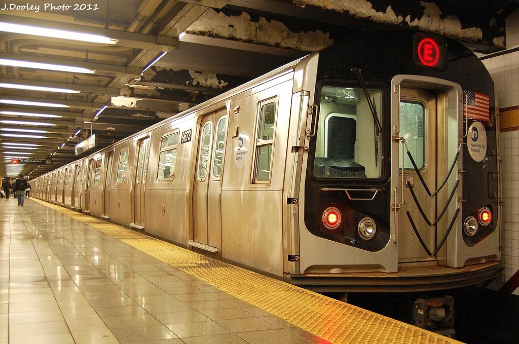 (360k, 1024x679)<br><b>Country:</b> United States<br><b>City:</b> New York<br><b>System:</b> New York City Transit<br><b>Line:</b> IND 8th Avenue Line<br><b>Location:</b> 14th Street <br><b>Route:</b> E<br><b>Car:</b> R-160A (Option 2) (Alstom, 2009, 5-car sets)  9673 <br><b>Photo by:</b> John Dooley<br><b>Date:</b> 11/14/2011<br><b>Viewed (this week/total):</b> 1 / 884