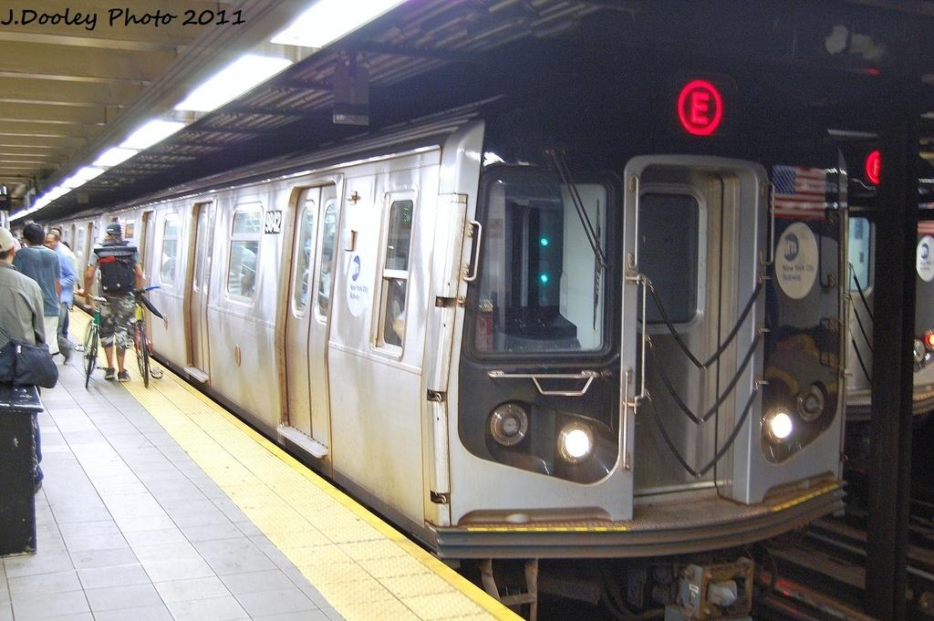 (336k, 1024x681)<br><b>Country:</b> United States<br><b>City:</b> New York<br><b>System:</b> New York City Transit<br><b>Line:</b> IND Queens Boulevard Line<br><b>Location:</b> Roosevelt Avenue <br><b>Route:</b> E<br><b>Car:</b> R-160B (Option 2) (Kawasaki, 2009)  9842 <br><b>Photo by:</b> John Dooley<br><b>Date:</b> 9/6/2011<br><b>Viewed (this week/total):</b> 0 / 1032