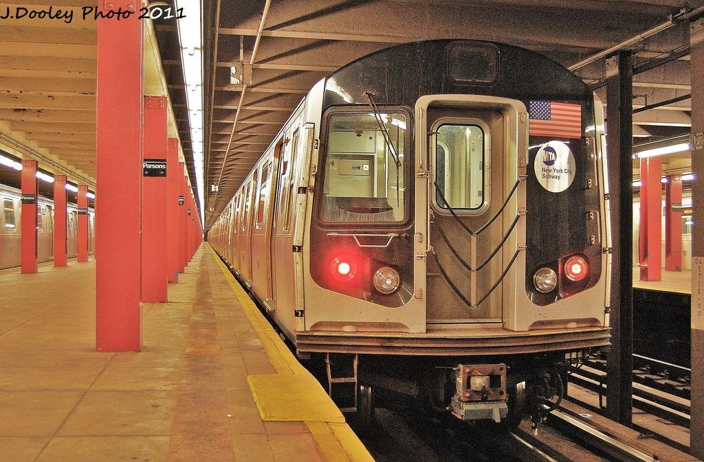 (425k, 1024x673)<br><b>Country:</b> United States<br><b>City:</b> New York<br><b>System:</b> New York City Transit<br><b>Line:</b> IND Queens Boulevard Line<br><b>Location:</b> Parsons Boulevard <br><b>Route:</b> F<br><b>Car:</b> R-160B (Option 2) (Kawasaki, 2009)  9863 <br><b>Photo by:</b> John Dooley<br><b>Date:</b> 9/6/2011<br><b>Viewed (this week/total):</b> 4 / 1626