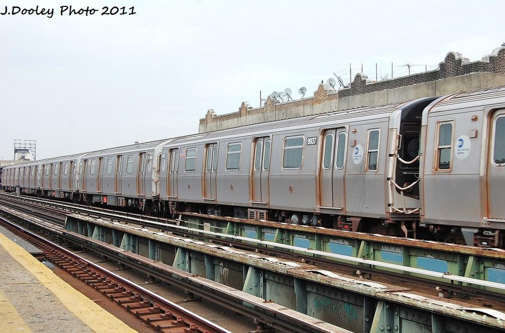 (345k, 1024x676)<br><b>Country:</b> United States<br><b>City:</b> New York<br><b>System:</b> New York City Transit<br><b>Line:</b> BMT Culver Line<br><b>Location:</b> Ditmas Avenue <br><b>Route:</b> F<br><b>Car:</b> R-160B (Option 2) (Kawasaki, 2009)  9937 <br><b>Photo by:</b> John Dooley<br><b>Date:</b> 12/5/2011<br><b>Viewed (this week/total):</b> 0 / 712