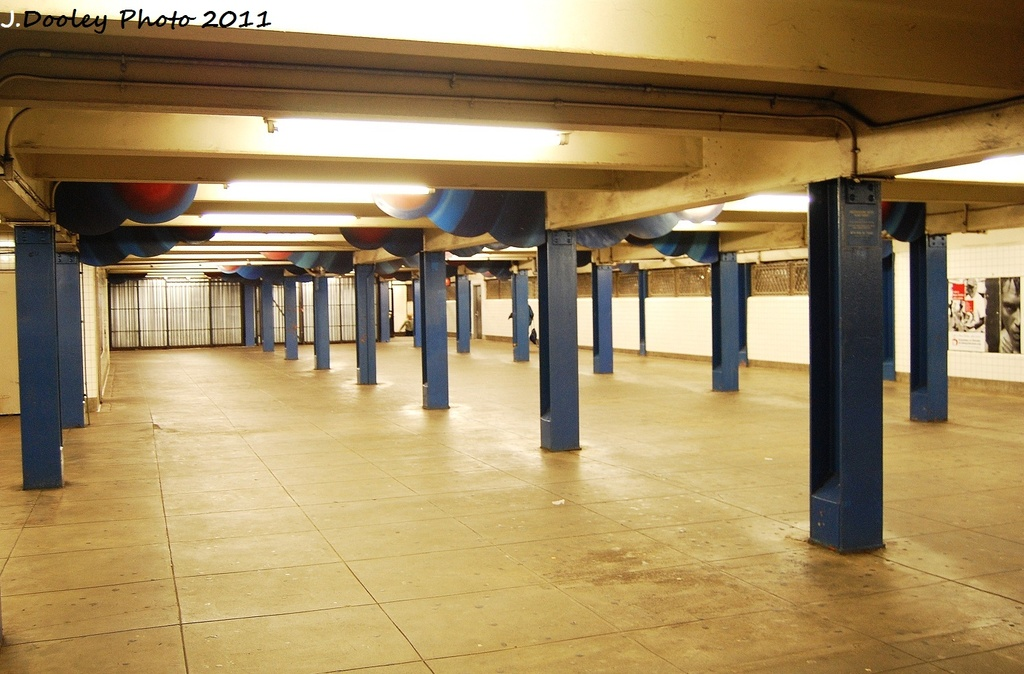 (302k, 1024x674)<br><b>Country:</b> United States<br><b>City:</b> New York<br><b>System:</b> New York City Transit<br><b>Line:</b> IND Queens Boulevard Line<br><b>Location:</b> Union Turnpike/Kew Gardens <br><b>Photo by:</b> John Dooley<br><b>Date:</b> 9/6/2011<br><b>Viewed (this week/total):</b> 3 / 800
