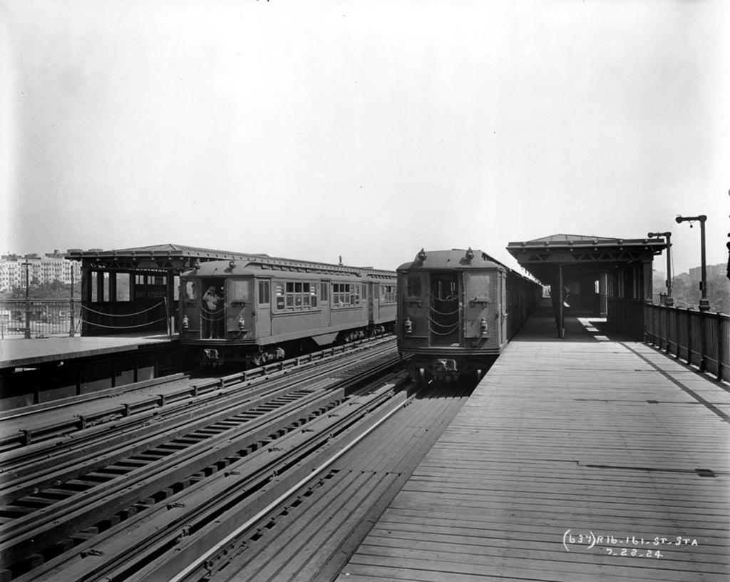(219k, 1024x816)<br><b>Country:</b> United States<br><b>City:</b> New York<br><b>System:</b> New York City Transit<br><b>Line:</b> IRT Woodlawn Line<br><b>Location:</b> 161st Street/River Avenue (Yankee Stadium) <br><b>Car:</b> Low-V  <br><b>Collection of:</b> Frank Pfuhler<br><b>Date:</b> 7/22/1924<br><b>Viewed (this week/total):</b> 1 / 1397