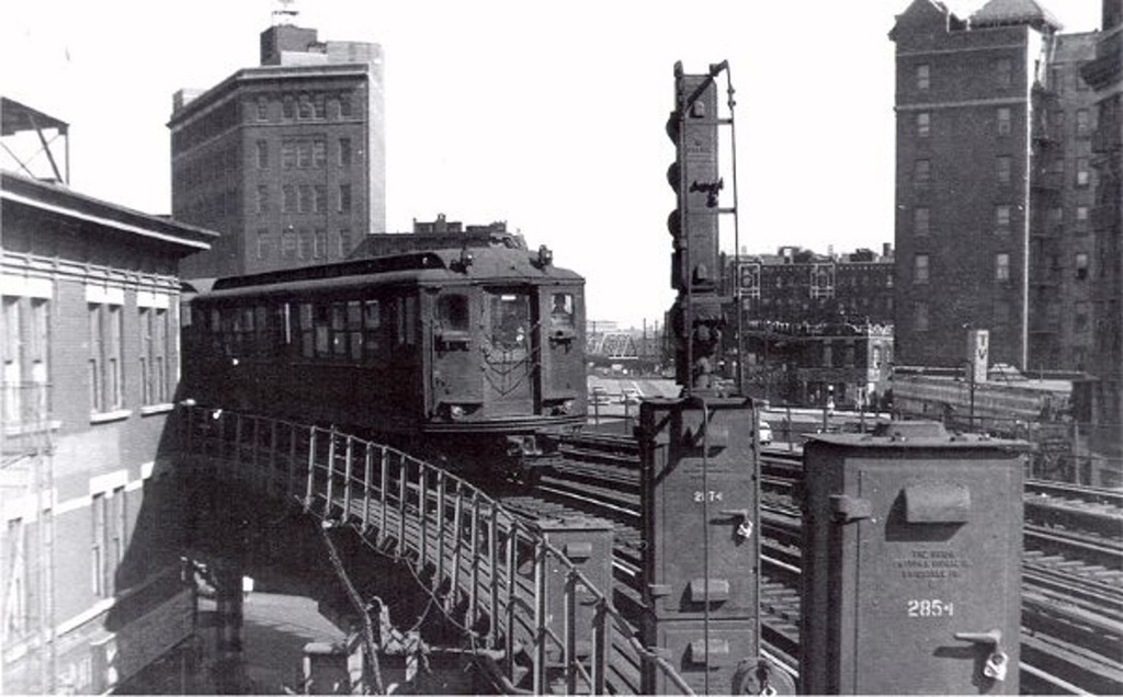 (194k, 1024x636)<br><b>Country:</b> United States<br><b>City:</b> New York<br><b>System:</b> New York City Transit<br><b>Line:</b> IRT White Plains Road Line<br><b>Location:</b> Simpson Street <br><b>Car:</b> Low-V  <br><b>Collection of:</b> Frank Pfuhler<br><b>Viewed (this week/total):</b> 1 / 1302